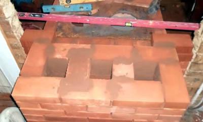 Связь кладки щитка со стеной