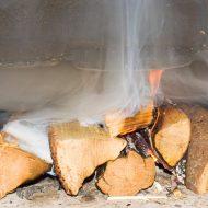 Почему дымит печка в бане железная